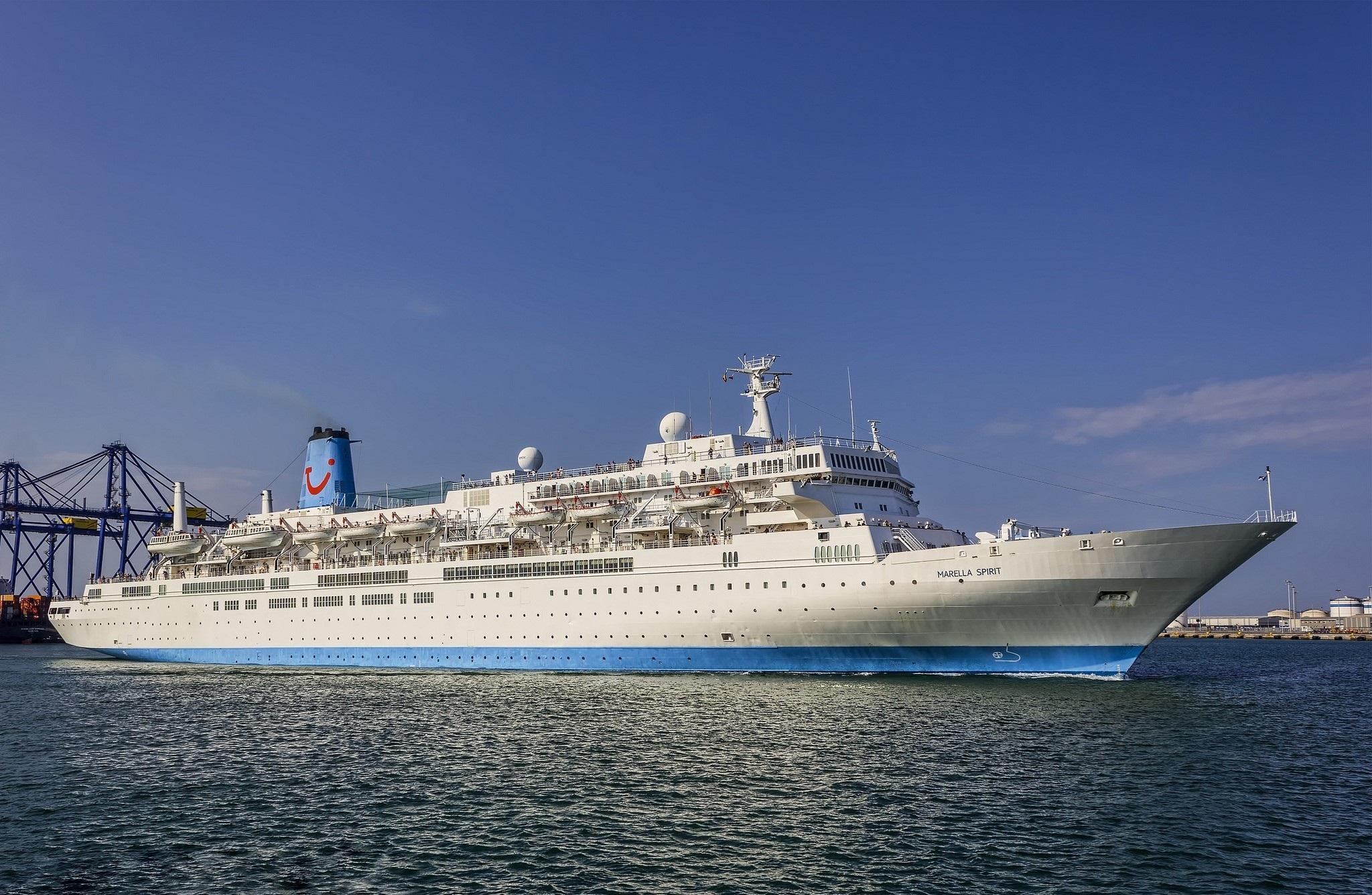 Cruise Ship Hd Wallpaper Background Image 2048x1336 Id1009248