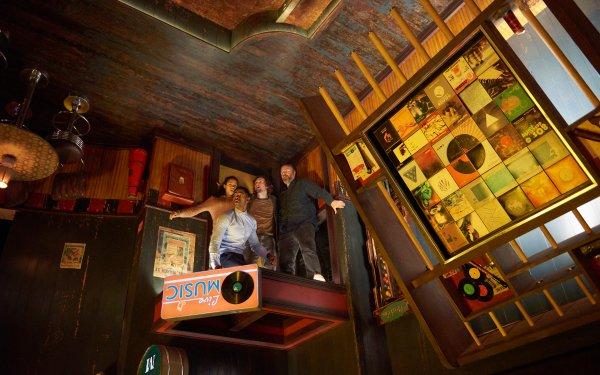 Movie Escape Room Tyler Labine Jay Ellis Taylor Russell HD Wallpaper | Background Image