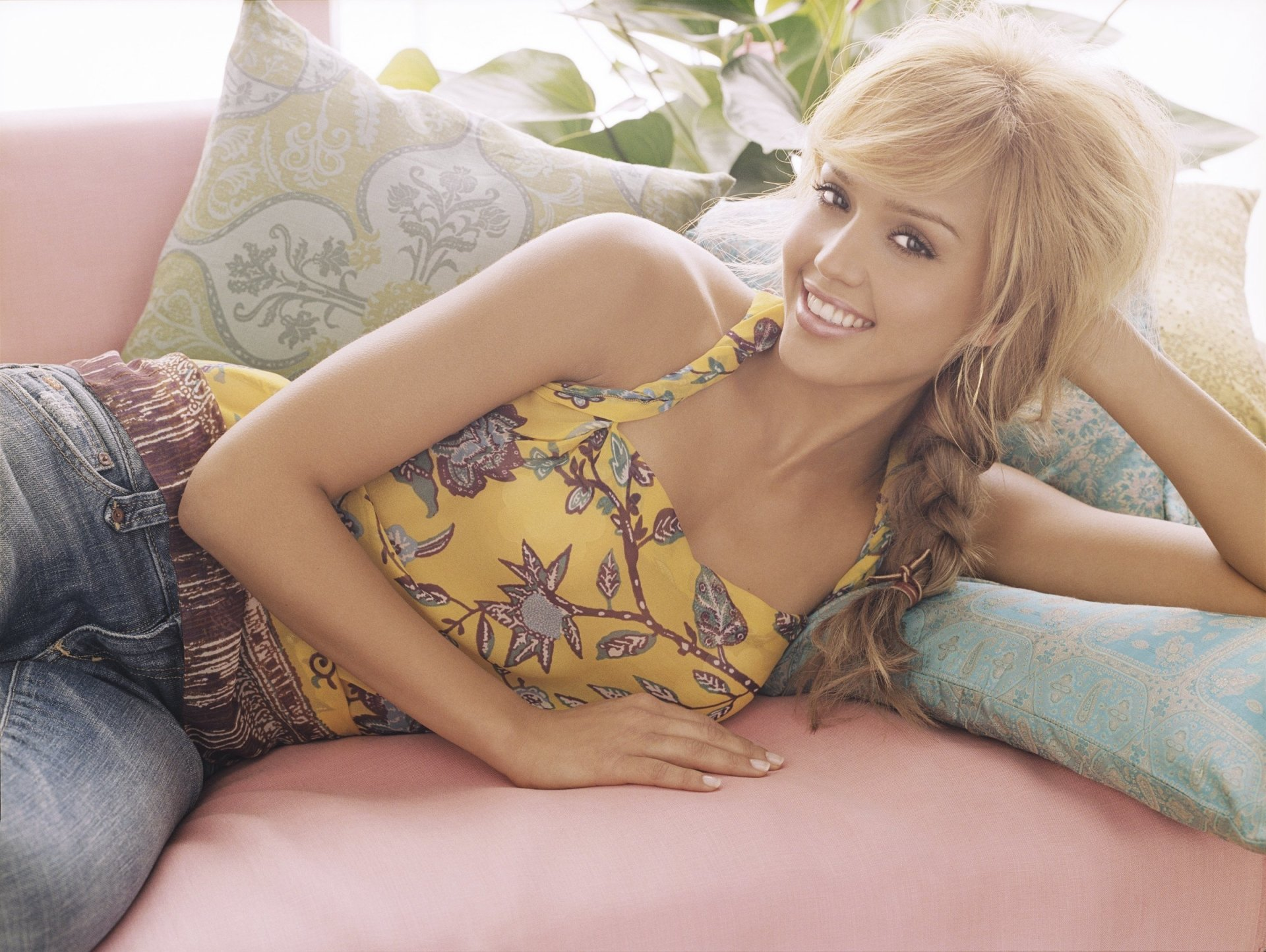 Celebrity - Jessica Alba  Actress Wallpaper