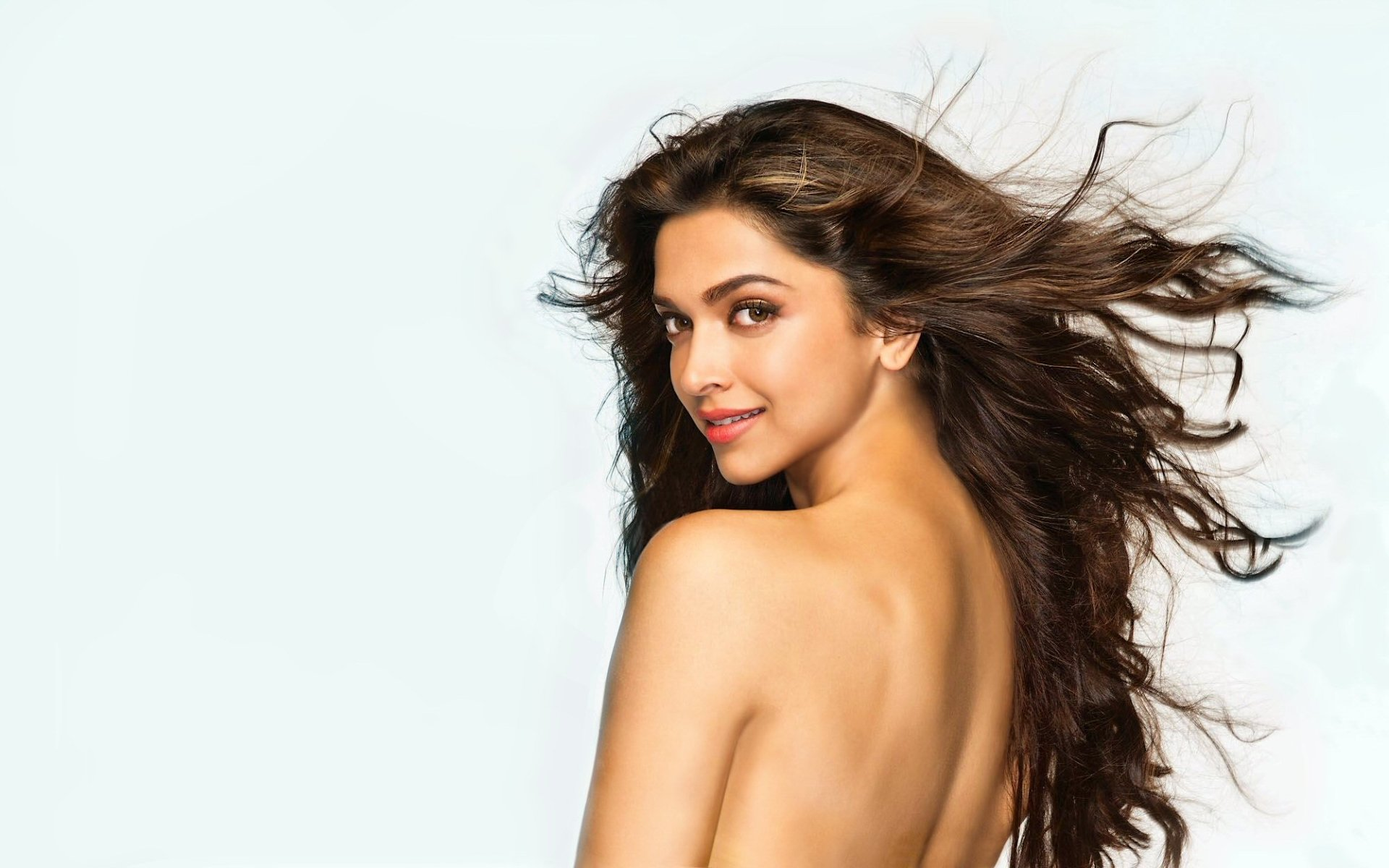 Celebrity - Deepika Padukone  Brunette Bollywood Hair Model Wallpaper