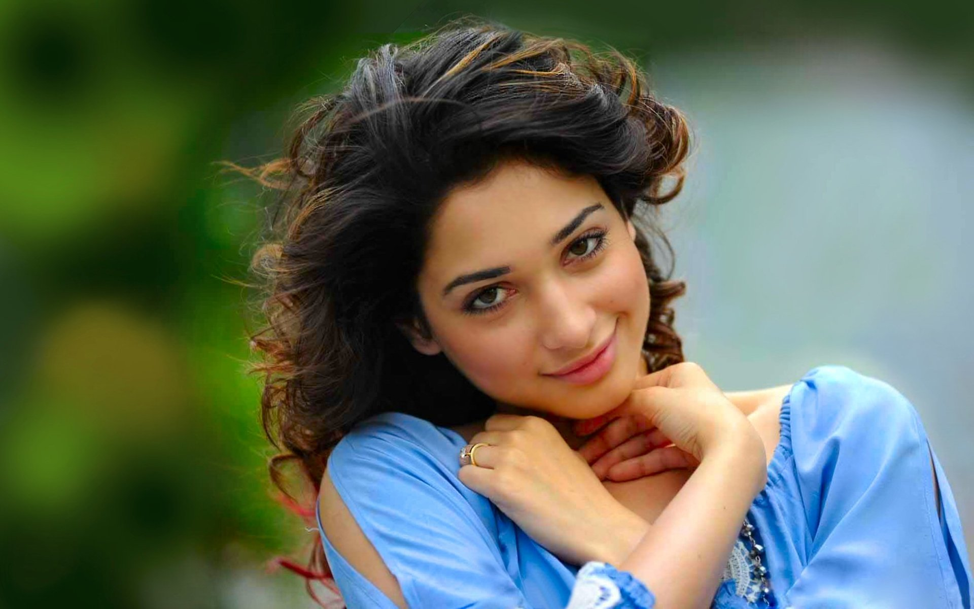 Celebrity - Tamannaah Bhatia  Bollywood Brunette Actress Smile Wallpaper