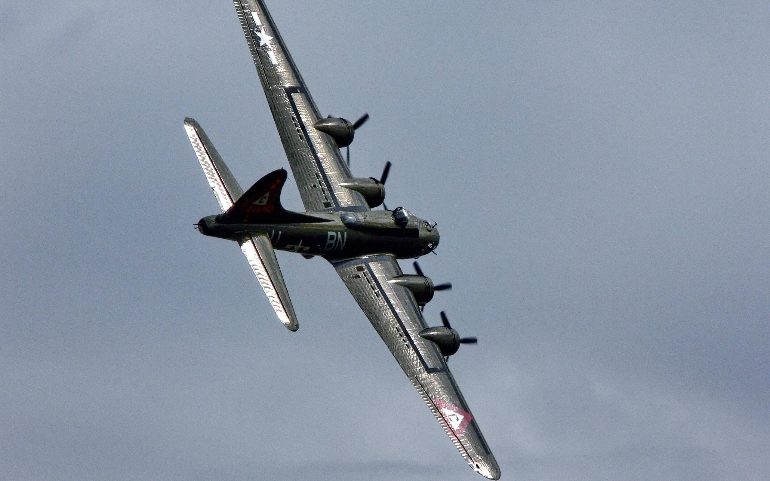 B 17 Flying Fortress Wallpaper B-17 Thunderbir...