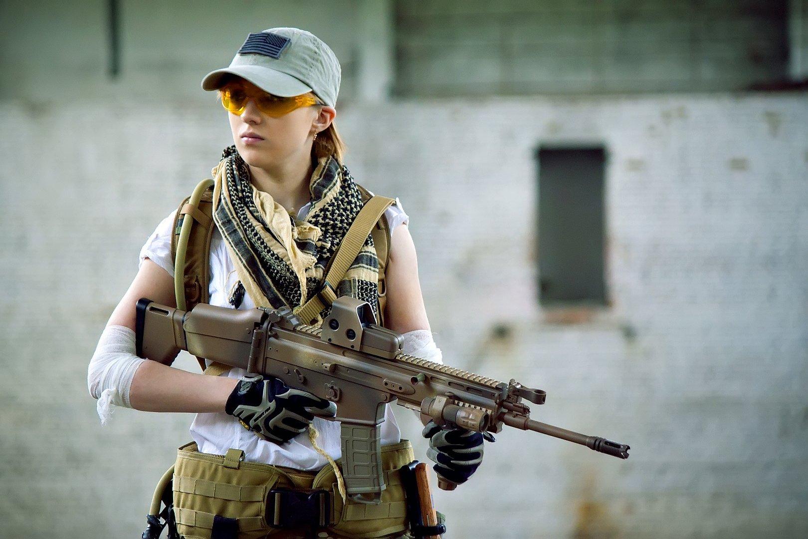 Women - Girls & Guns  Firearm Gun Scar-H Assault Rifle Wallpaper