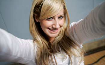Berühmte Personen - Ashley Tisdale Wallpapers and Backgrounds ID : 415304