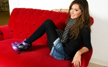 Celebrity - Ashley Tisdale Wallpapers and Backgrounds ID : 421072