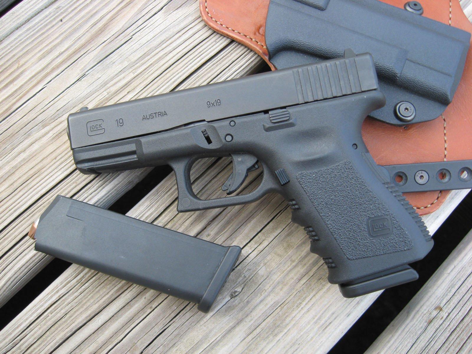 Glock pistol wallpaper and background image 1600x1200 - Glock wallpaper ...