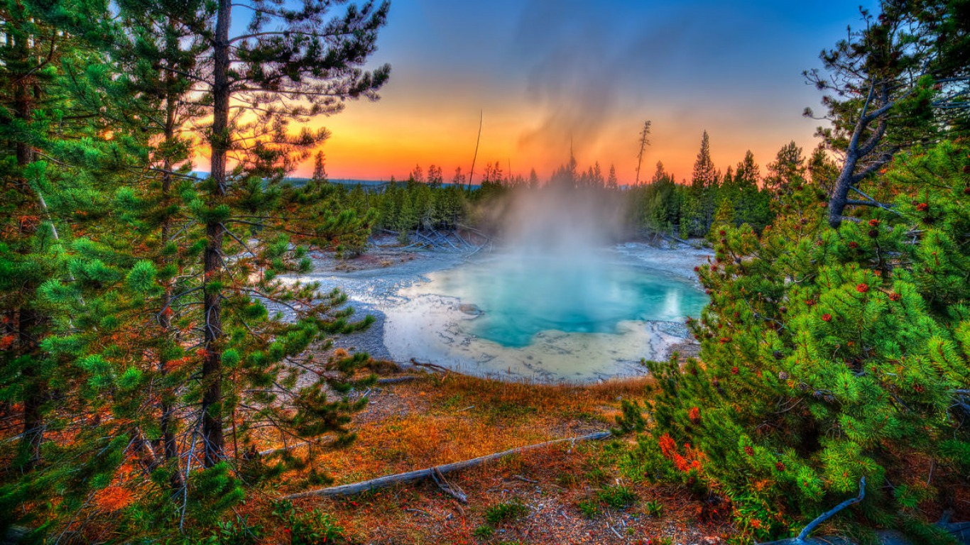Earth - Yellowstone National Park Wallpaper