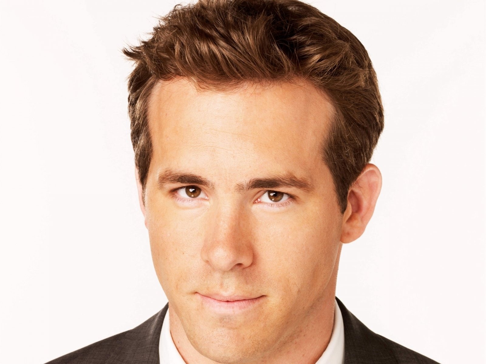 Celebrity - Ryan Reynolds  Wallpaper