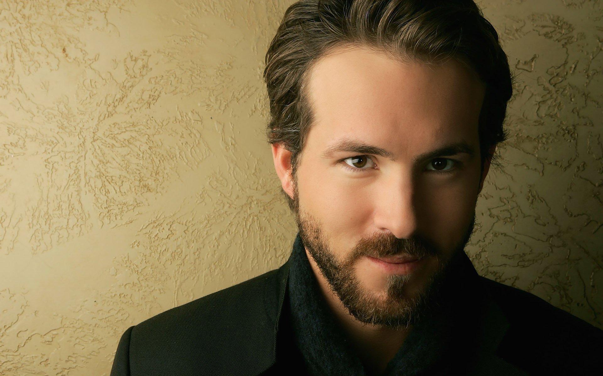 Celebrity - Ryan Reynolds  Wallpaper