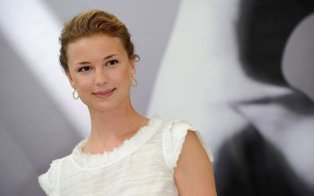 Celebrity - Emily Vancamp Wallpapers and Backgrounds ID : 525566