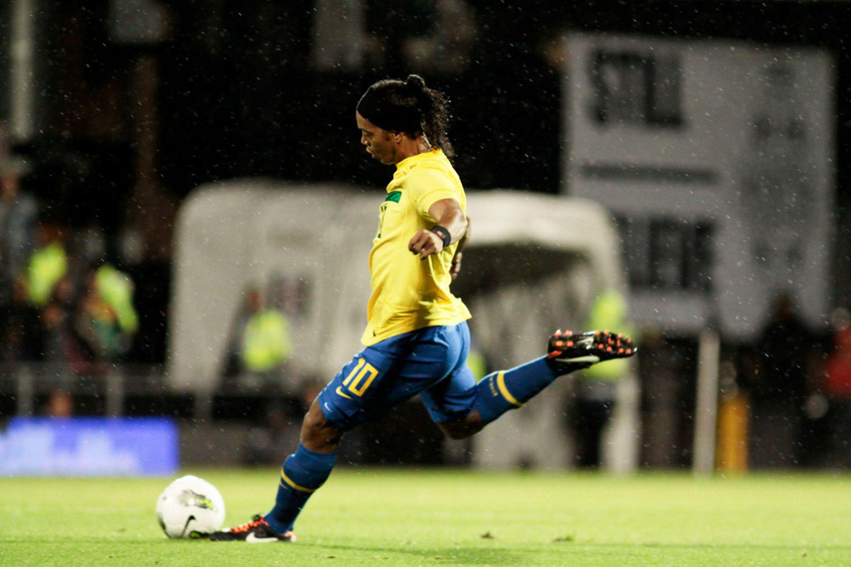Ronaldinho Football Sport Desktop Photos: Ronaldinho Computer Wallpapers, Desktop Backgrounds