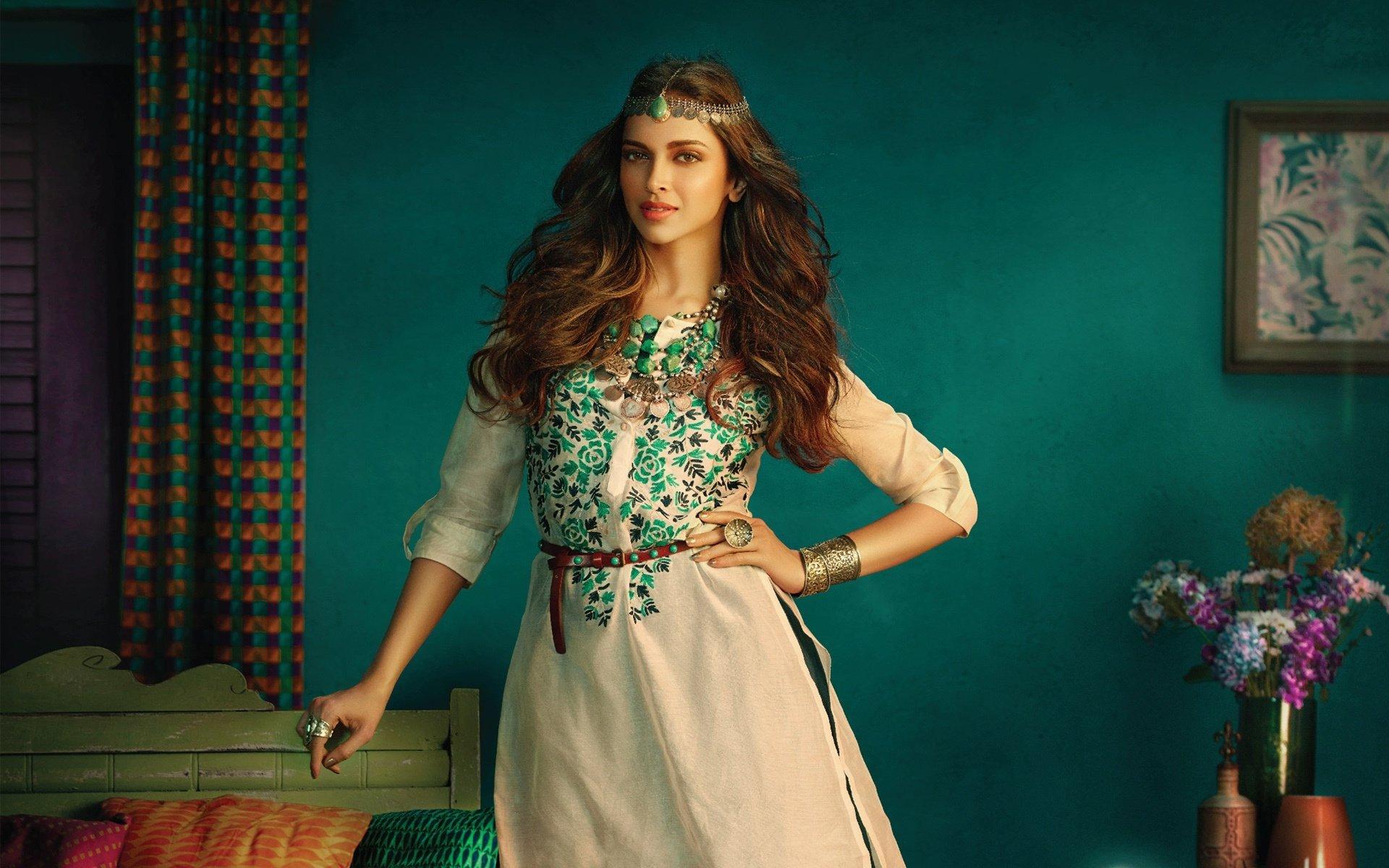Celebrity - Deepika Padukone  Bollywood Girl Woman Wallpaper