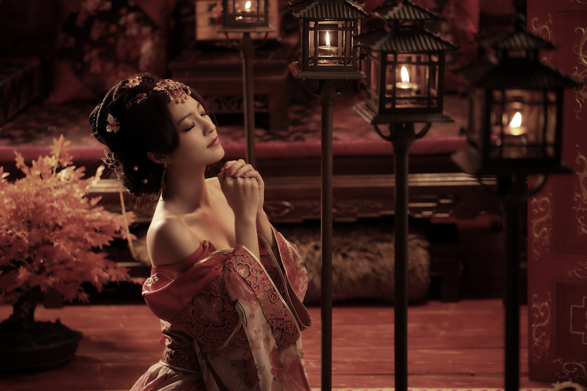 Women - Asian  National Dress Candle Lantern Woman Wallpaper