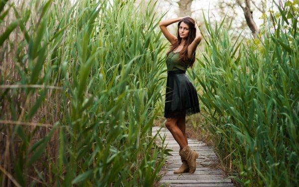 Frauen Modell Models Woman Planze Holzsteg Boots Brunette HD Wallpaper | Hintergrund