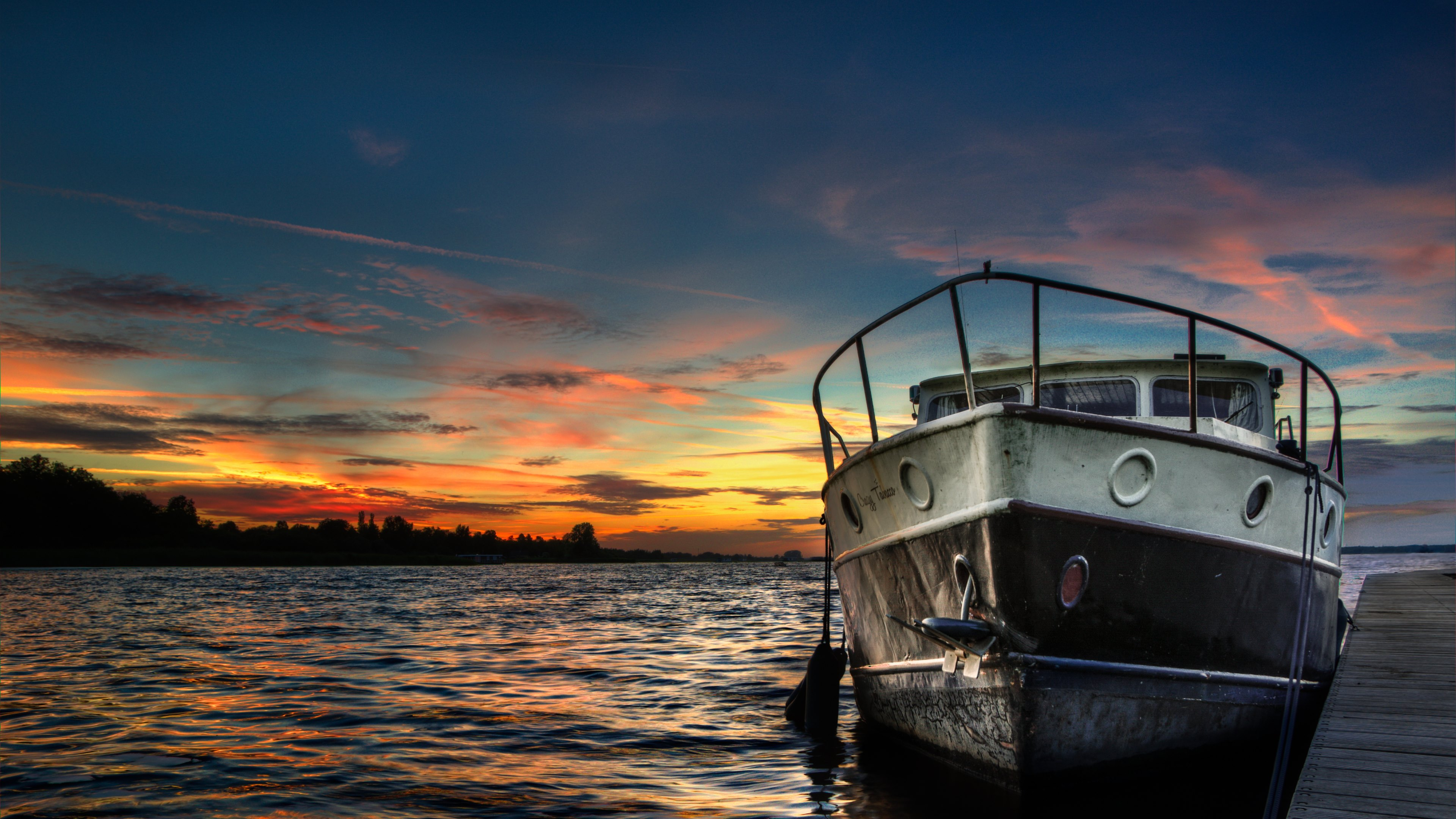 A boat in the setting sun 4k ultra hd sfondo and sfondi for Immagini desktop 4k
