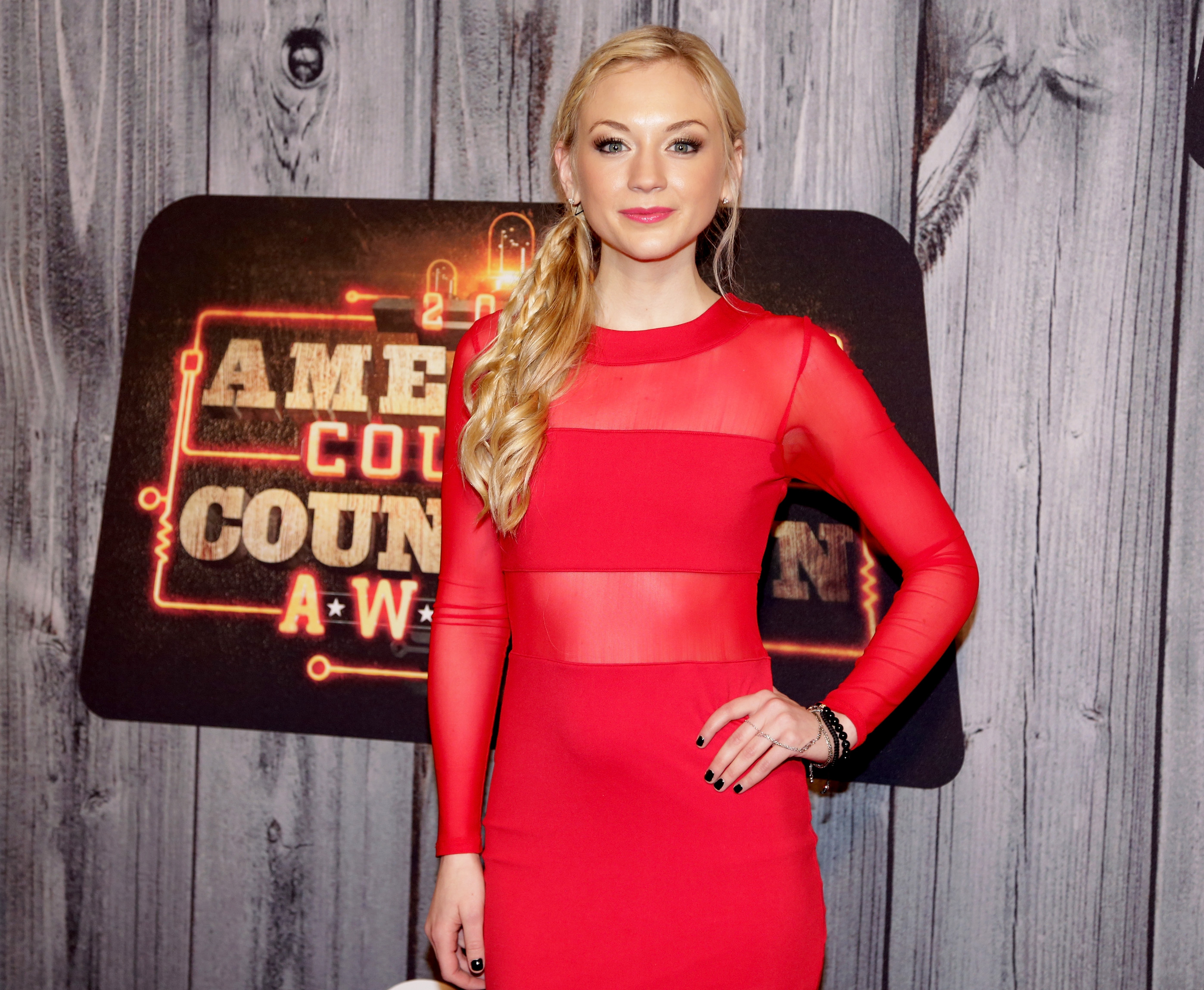 download now emily kinney - photo #8