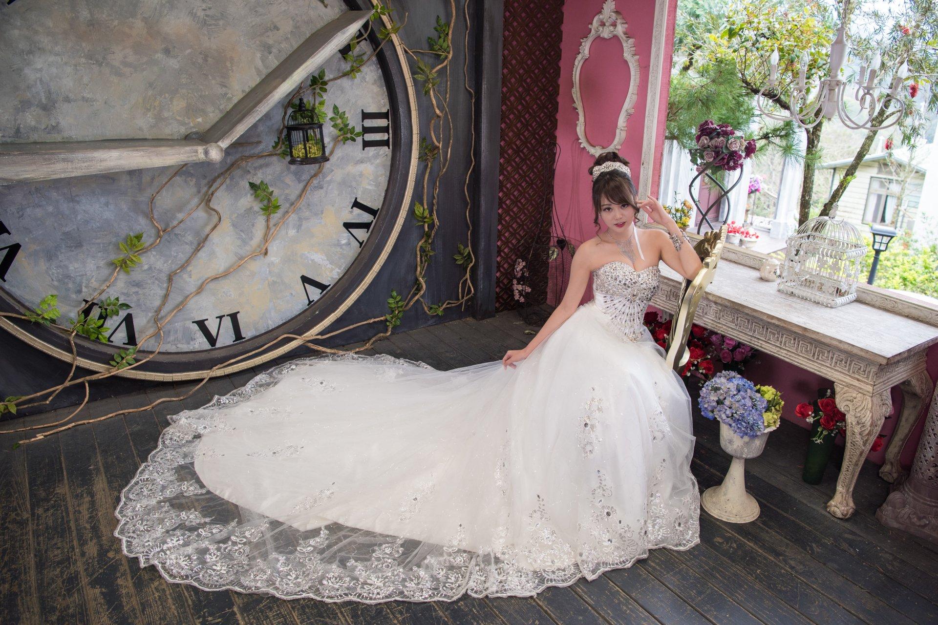 Women - Bride  Woman Oriental Wedding Dress White Dress Clock Brunette Lipstick Brown Eyes Necklace Wallpaper