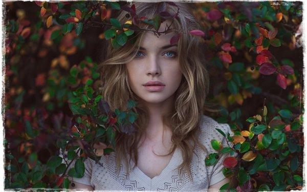 Femmes Top Model Top Modèls Blonde Automne Feuille Blue Eyes Fond d'écran HD | Image