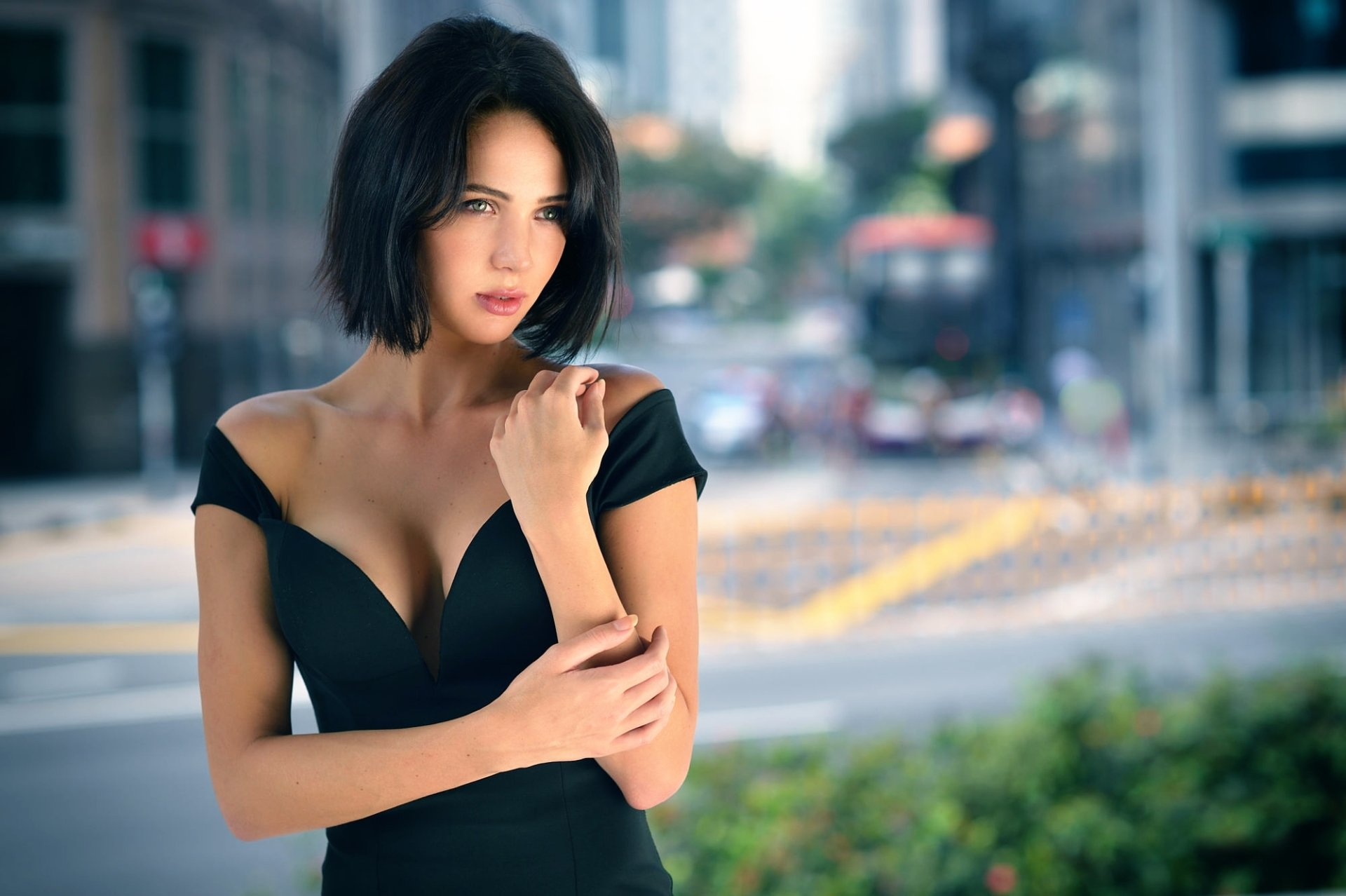 Women - Model  Girl Black Dress Green Eyes Brunette Blur Woman Wallpaper