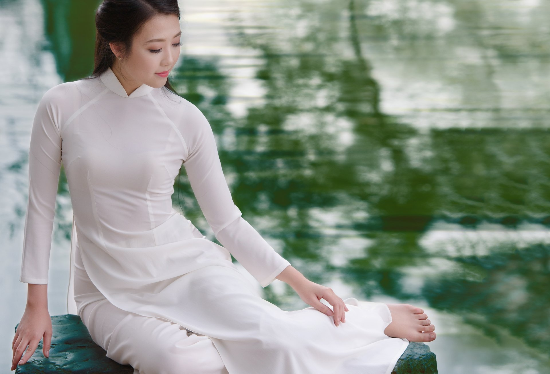 Women - Asian  Ao Dai Girl Model Vietnamese Water Wallpaper