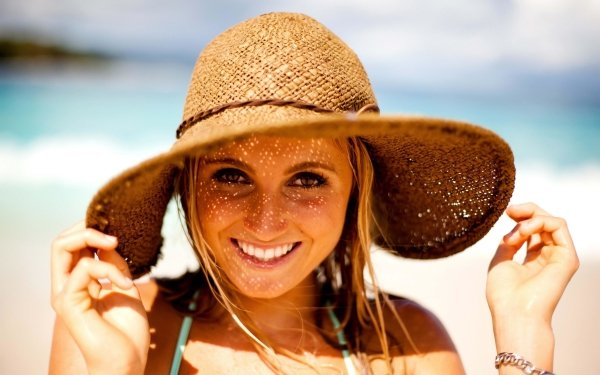 Sports Alana Blanchard Smile Surfer American Face Sunny Straw Hat HD Wallpaper | Background Image