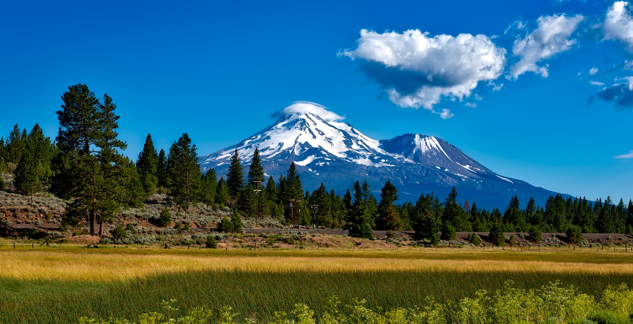 Mount shasta cascade range in siskiyou county california Usa countryside pictures