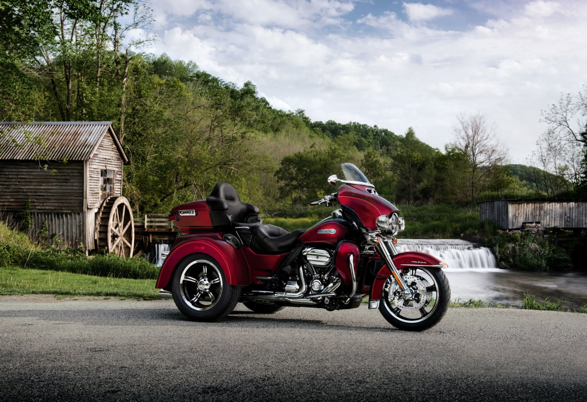 Vehicles - Harley-Davidson Tri Glide Ultra  Wallpaper