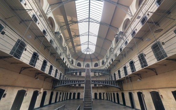Man Made Prison Jail Dublin Ireland Stairs Abandoned HD Wallpaper | Background Image