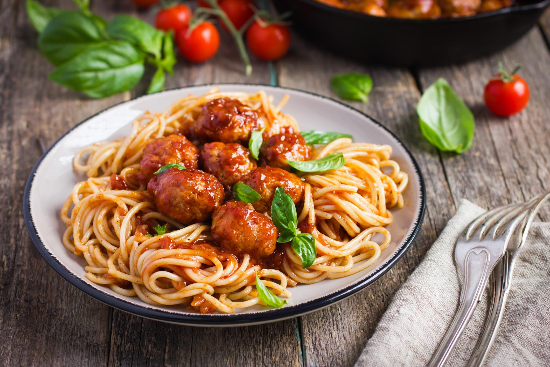 Spaghetti with Meatballs HD Wallpaper