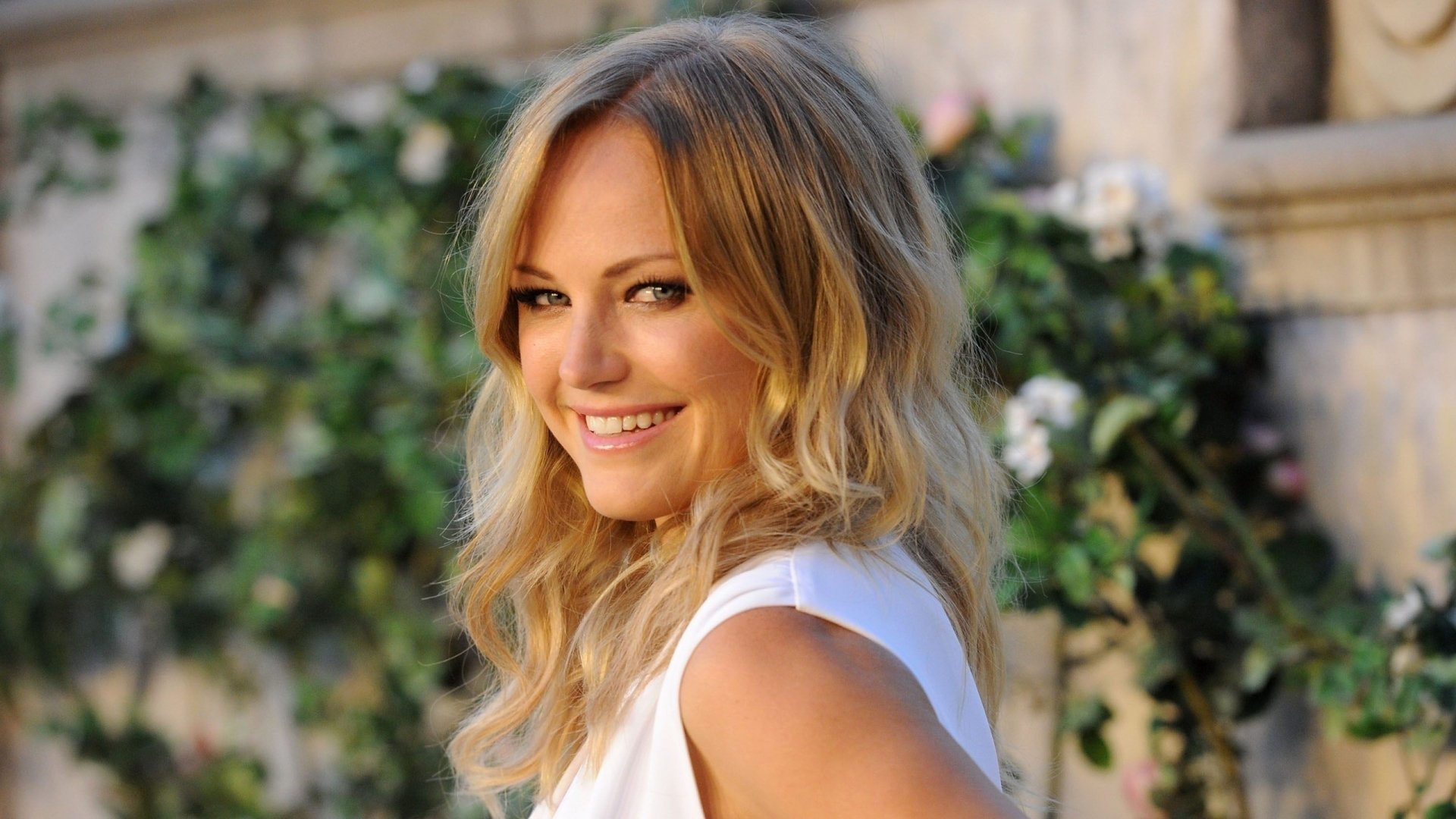 Celebrity - Malin Akerman  Actress Blonde Blue Eyes Smile Wallpaper