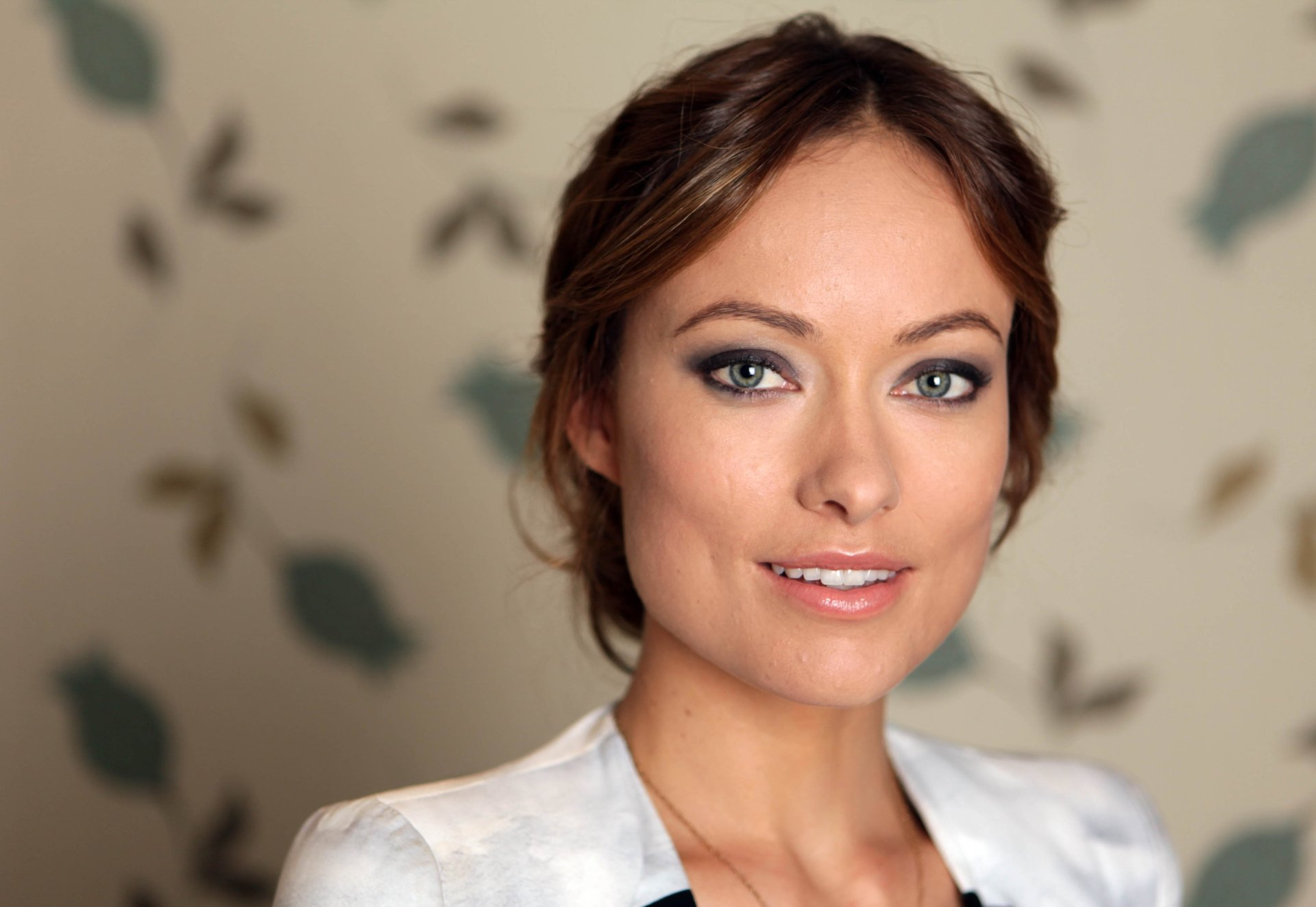 Celebrity - Olivia Wilde  Actress Brunette Blue Eyes Face Smile Wallpaper
