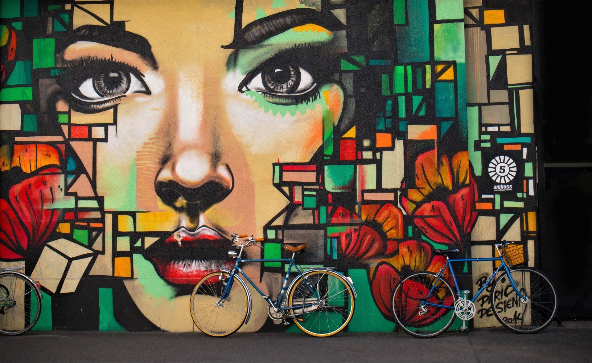 Artistique - Graffiti  Artistique Fille Face Couleurs Colorful Vélo Fond d'écran