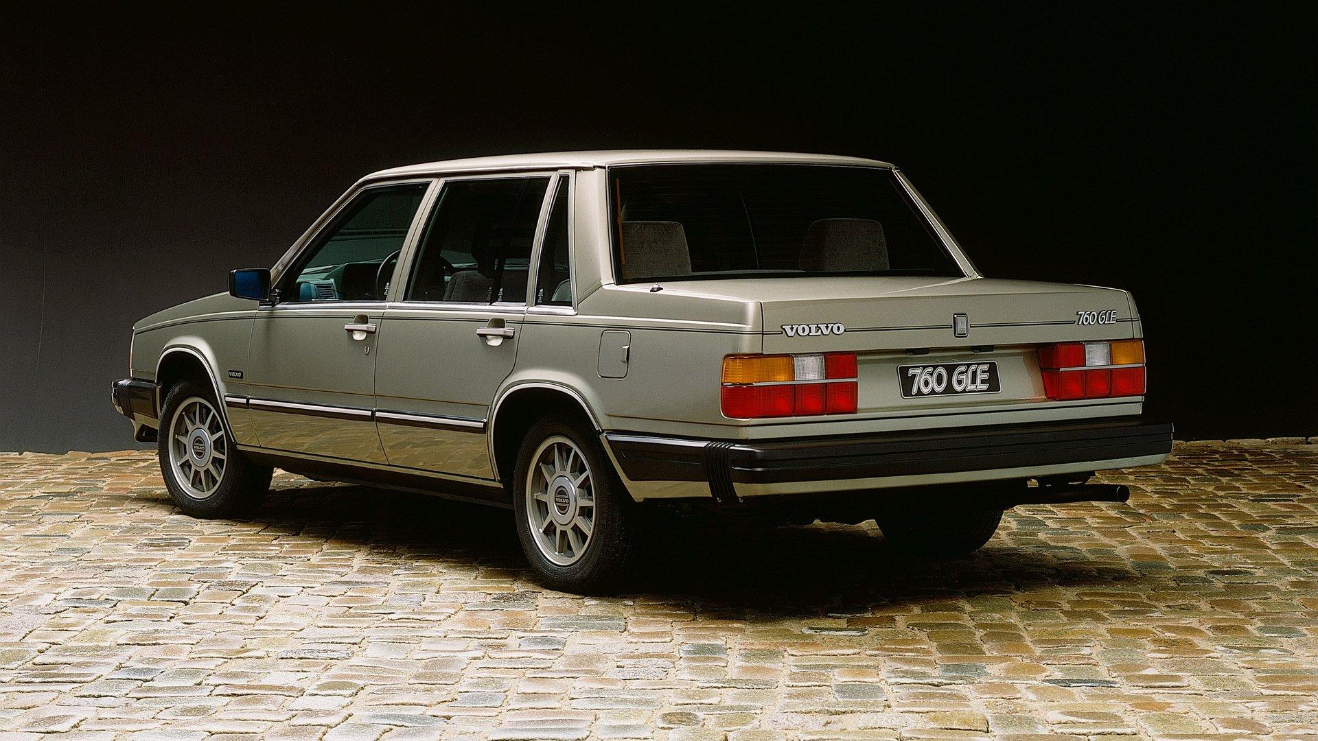Vehicles - Volvo 700 Series  Sedan Wallpaper