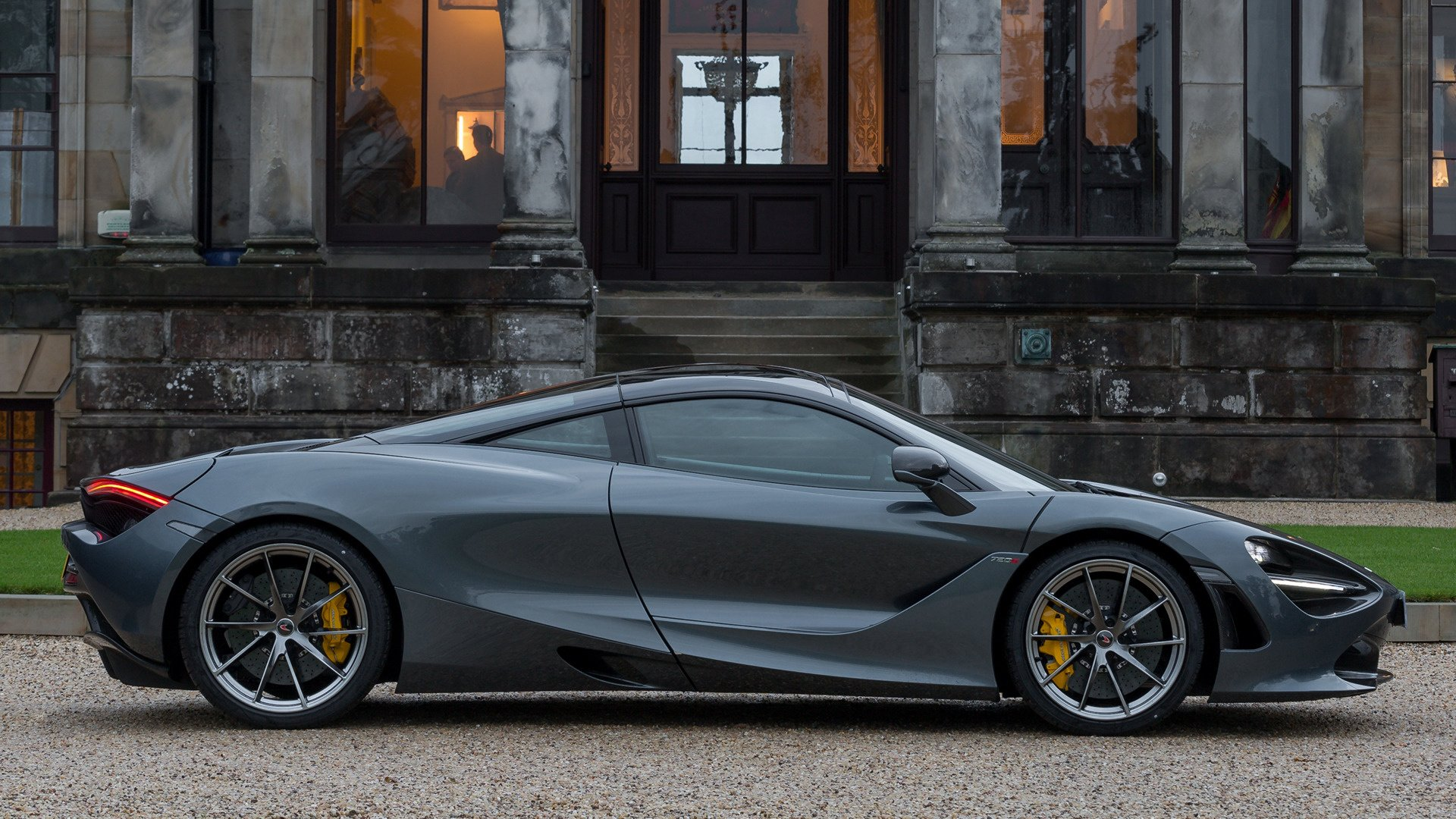 Vehicles - McLaren 720S  Sport Car Coupé Supercar Black Car Wallpaper