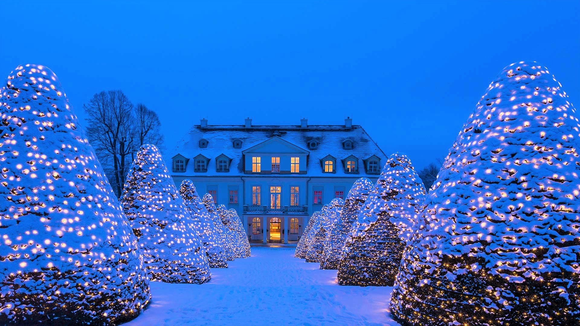 White Christmas In Germany.Palace In Germany At Christmas Hd Wallpaper Background