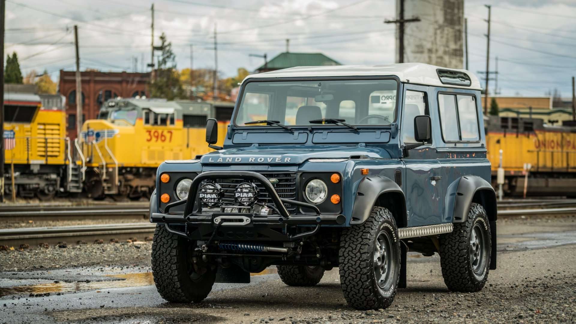 Pojazdy - Land Rover Defender  Land Rover Defender 90 Off-Road Blue Car Old Car Samochód Tapeta