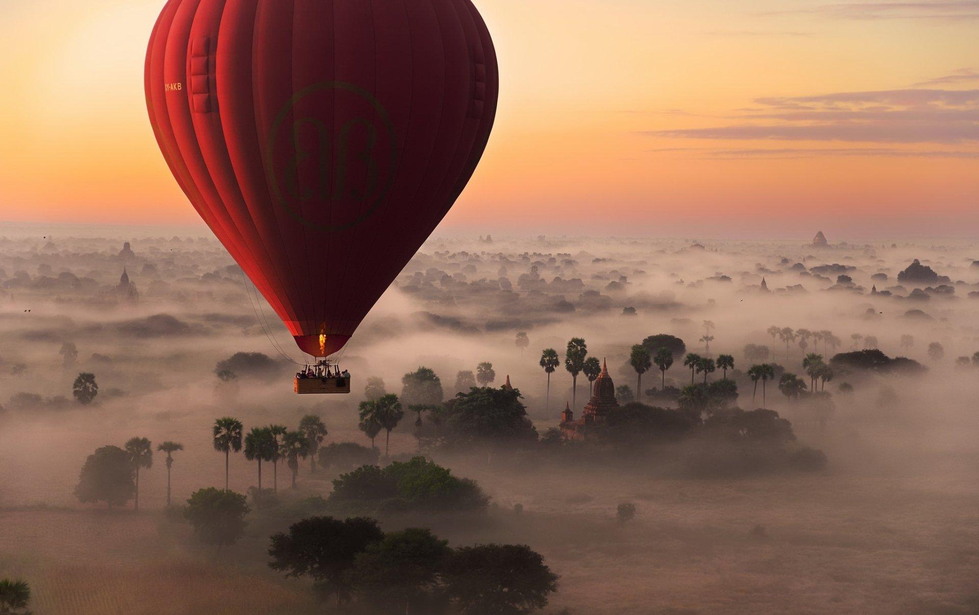 Vehicles - Hot Air Balloon  Landscape Fog Sunrise Sky Horizon Wallpaper