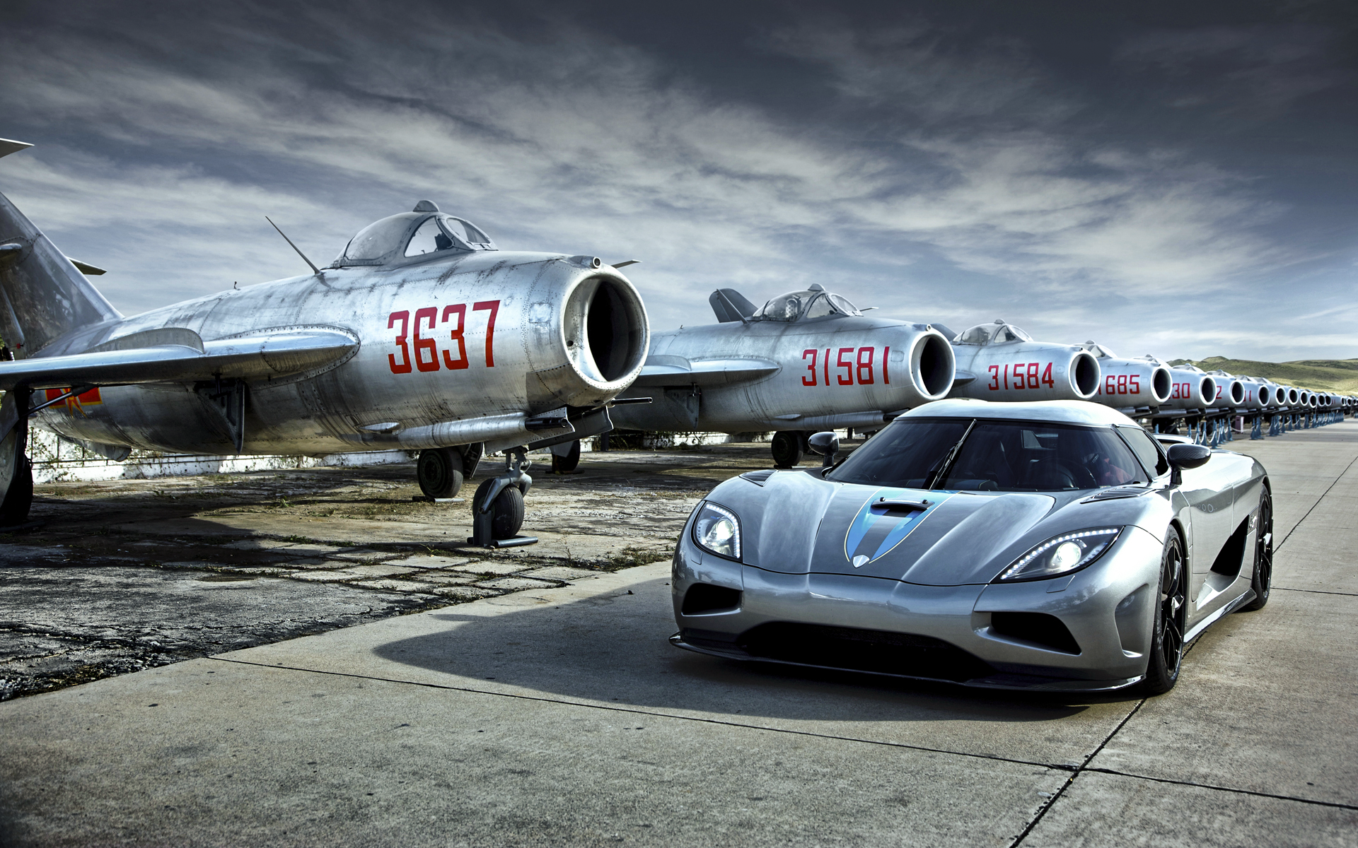 TV-program - Top Gear  Hypercar Koenigsegg Agera Supercar Sport Car Airplane Flygplan Mikoyan-Gurevich MiG-15 Bakgrund