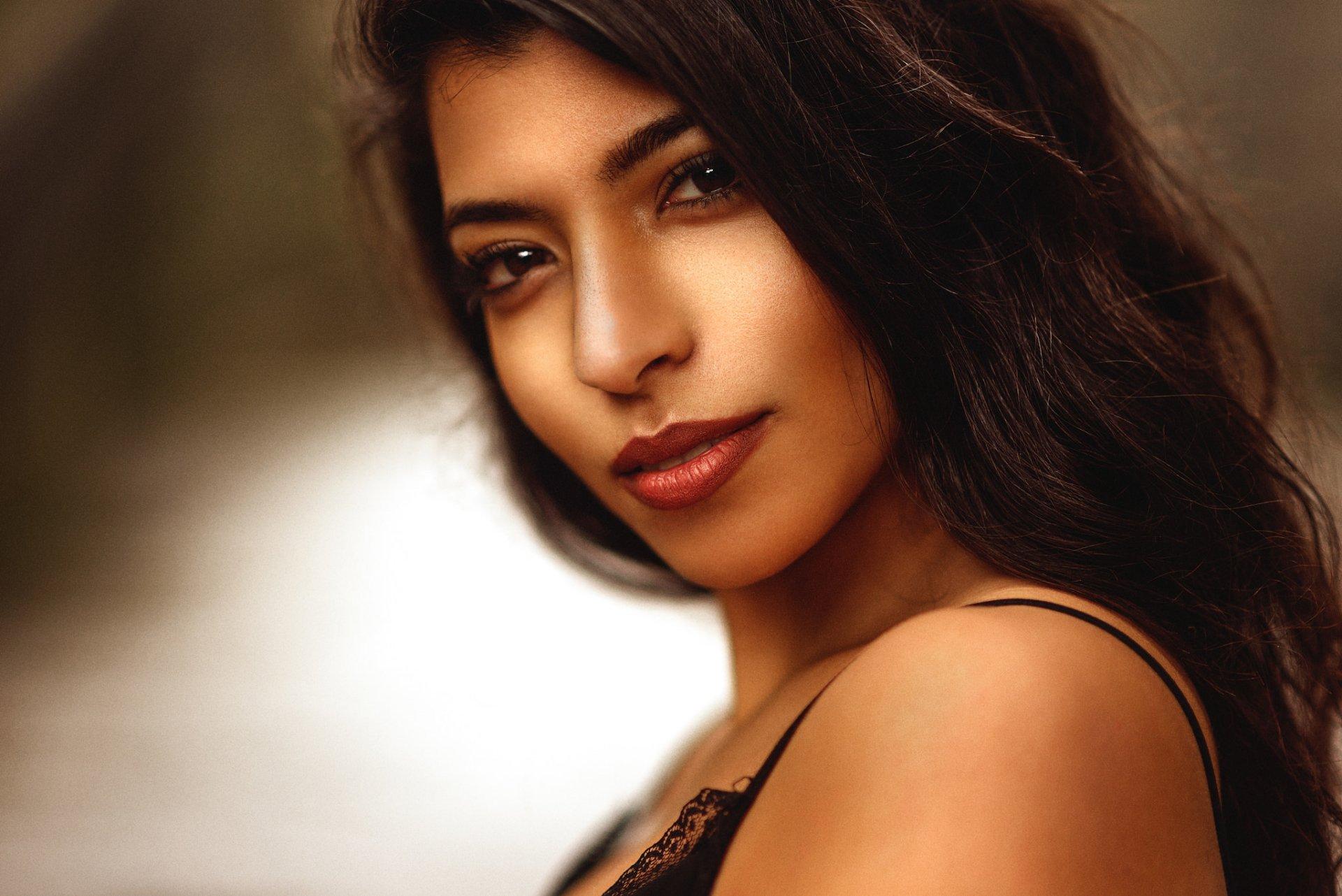Pretty Latina HD Wallpaper   Background Image   2048x1367 ...