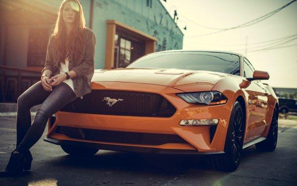 Femmes Femmes & Voitures Redhead Ford Mustang Véhicule Voiture Jacket Jeans Orange Car Fille Long Hair Fond d'écran HD | Arrière-Plan