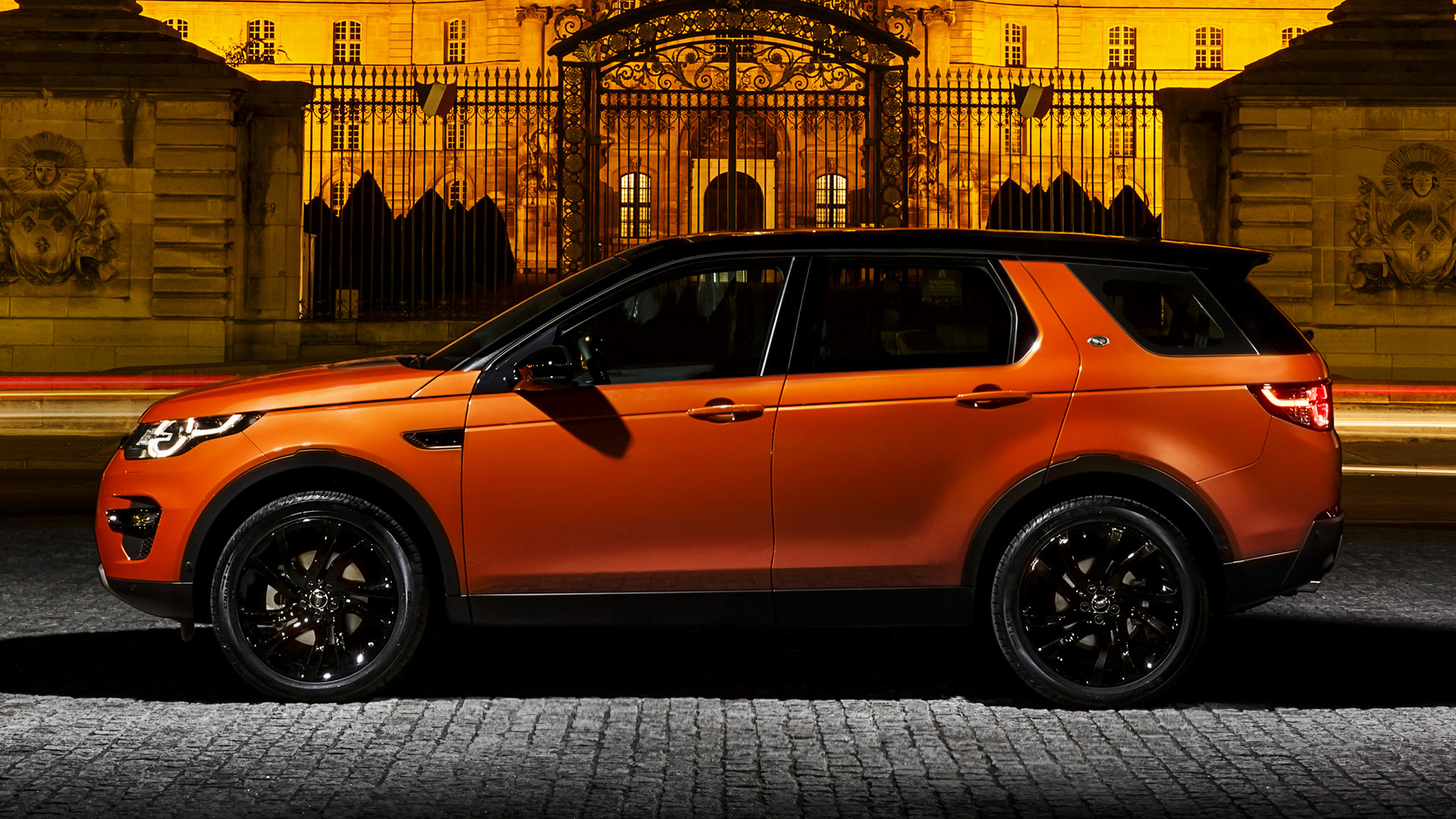 Wallpaper Land Rover Discovery Sport: 2015 Land Rover Discovery Sport HSE Luxury Black Design