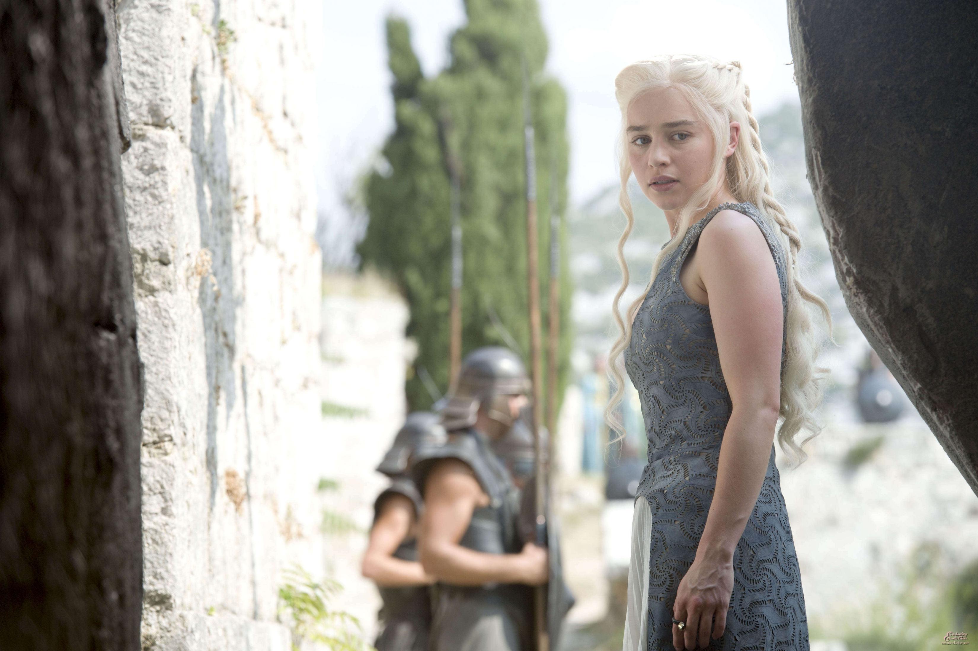Daenerys Targaryen in Meereen HD Wallpaper | Background Image | 3300x2196